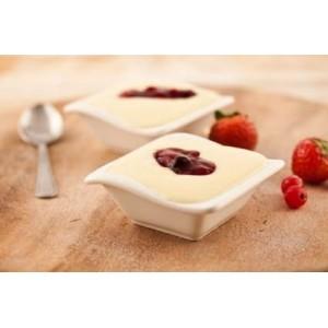 Mleczny pudding z sosem truskawkowym